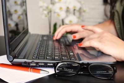 Laptop-seo-teksten-schrijven